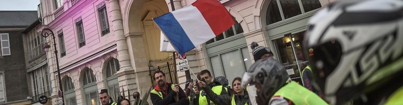 Face aux indignations, l' urgence d'une France plus juste et plus solidaire